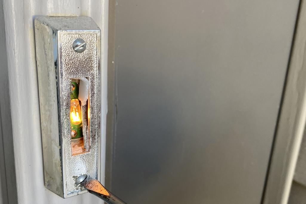how to fix a doorbell button
