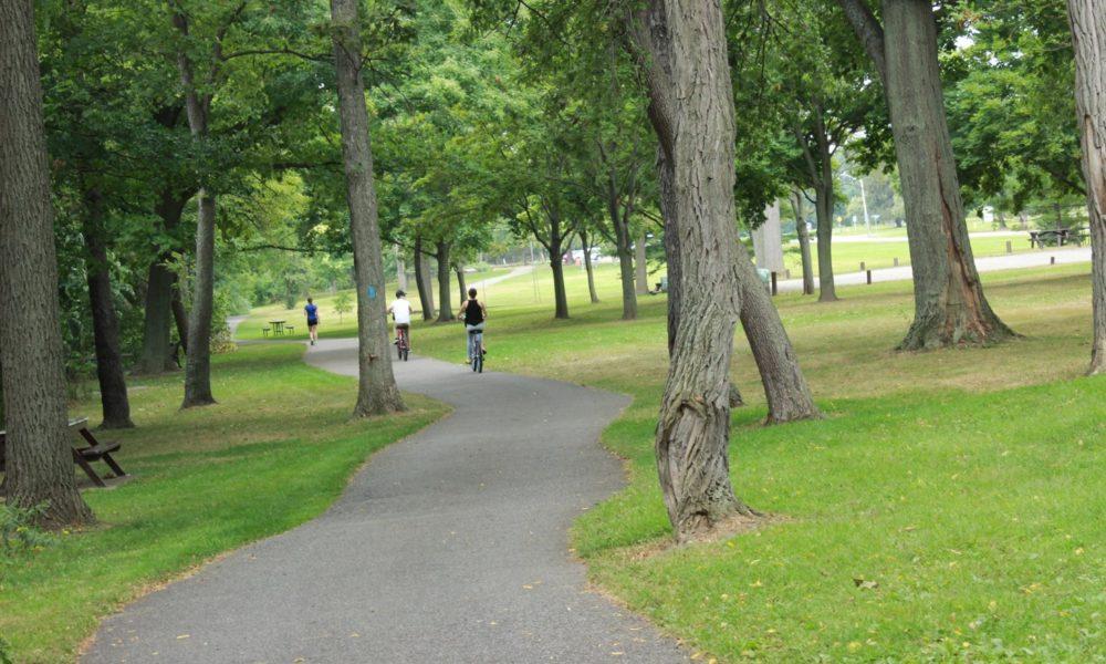Recreation Trail along the Niagara Parkway
